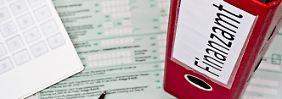 Hier guckt das Finanzamt: Muss man Versicherungsgelder versteuern?