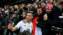 """""""Das glaubt dir ja keiner"""": Famoser Podolski übertrifft sich selbst"""