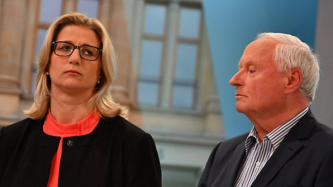 So sieht Wechselstimmung aus: SPD-Spitzenkandidatin Anke Rehlinger und Linken-Spitzenkandidat Oskar Lafontaine am Wahlabend.