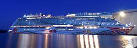"""Viertgrößter Ozeanriese der Welt: """"Norwegian Joy"""" wälzt sich über die Ems"""