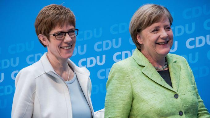 Angela Merkel wird Profil und Gefühle zeigen müssen, so wie Annegret Kramp-Karrenbauer.