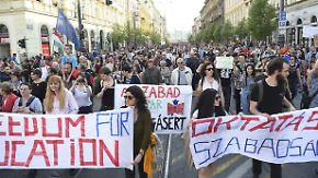 Orbán will Soros-Hochschule vertreiben: Tausende Ungarn verteidigen Elite-Universität