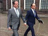 Gegen schwulenfeindliche Gewalt: Niederländer halten demonstrativ Händchen