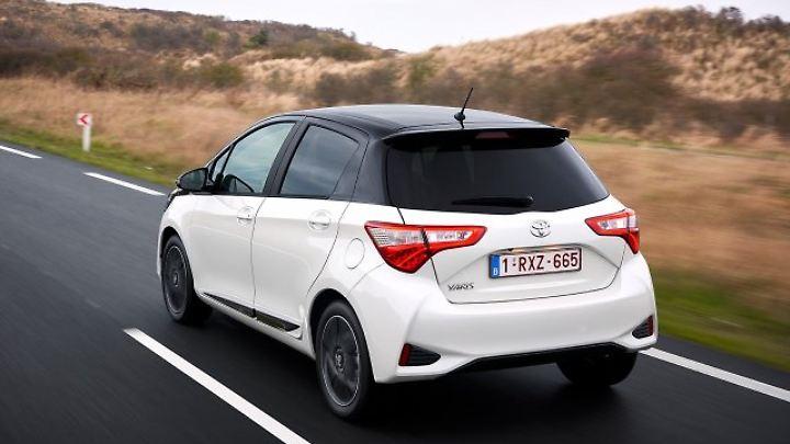 Den Kunden bietet Toyota jetzt eine größere Auswahl an farblichen Gestaltungsmöglichkeiten. Unter anderem gibt es eine Zweifarb-Lackierung.