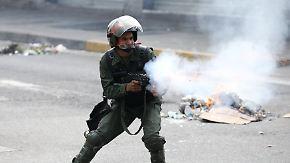 Gewaltsame Ausschreitungen: 50.000 Menschen protestieren in Venezuela gegen Regierung