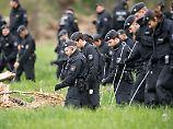 Die geklaute Astsäge, mit der der Mann die Camper bedroht hatte, fand die Polizei in der Nähe des Tatorts.