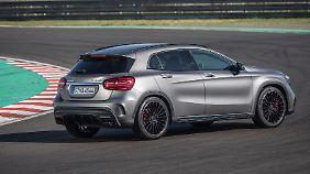 Auch die Heckansicht des AMG GLA 45 spricht für die Dynamik des Wagens.