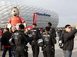 Nach Anschlag auf den BVB-Bus: Bayern-Fans bieten Terror gelassen die Stirn