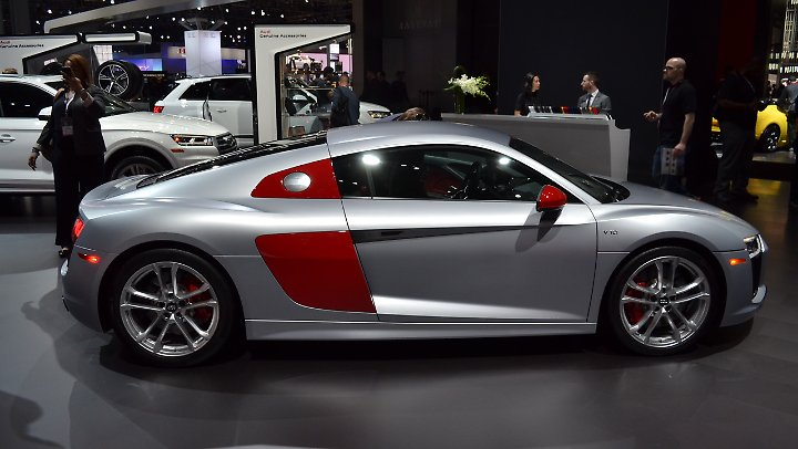 """Audis Hommage an den Langstreckensport: der Audi R8 als """"Audi Sport""""."""
