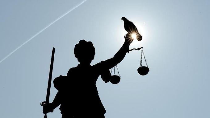 Strafverfahren dauern laut dem deutschen Richterbund im Durchschnitt immer länger.
