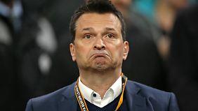 Ein Satz mit X - Manager Christian Heidel wäre wohl am liebsten gar nicht erst nach Amsterdam gefahren.
