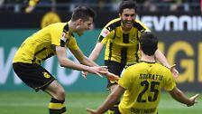 """Dortmunds Verteidiger Sokratis ist nicht für Tore bekannt. """"Er hat ausgeholt zum Schuss, da kann alles passieren. Von einem Einwurf für den Gegner bis hin zum Tor"""" - sein Trainer Thomas Tuchel."""