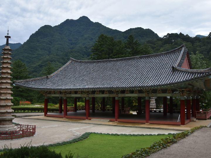 Nordkorea hat auch Kultur zu bieten - etwa den Pohyon-Tempel in Myohyangsan.