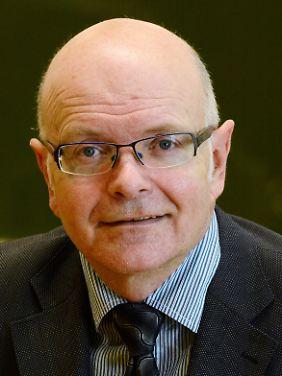 Karlheinz Ruckriegel aus Bayreuth ist Professor für Volkswirtschaftslehre an der Technischen Hochschule Nürnberg und forscht zum Thema Glück. Der 59-Jährige hält unter anderem Vorträge und Manager-Workshops zur Mitarbeiter-Zufriedenheit in Unternehmen.