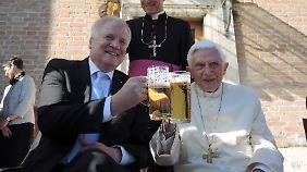 Was Benedikt, der für sich den richtigen Zeitpunkt zum Aufhören gefunden hat, Bayerns Ministerpräsident Seehofer geraten ist, ist nicht überliefert.
