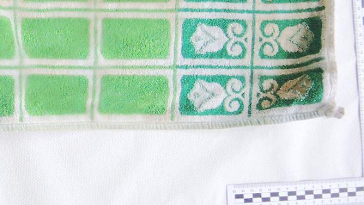 Das Baby war bei seinem Auffinden in diese beiden Handtücher gewickelt.