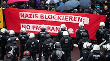 Polizist bei Rangelei verletzt: Drinnen AfD-Zwist, draußen Großdemo