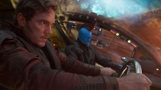 Star-Lord in der Sinnkrise - und hier mit Ziehvater Yondu (hinten).