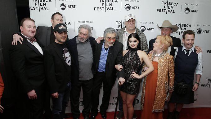 """Gruppenbild mit Burt Reynolds: Regisseur Adam Rifkin (3.v.l.) stellt auf dem Tribeca-Festival seinen Film """"Dog Years"""" vor."""