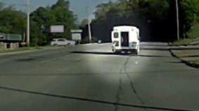 Horrorszenario auf dem Highway: Mann rettet aus Bus fallende Vierjährige