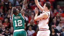 Niederlage und damit Ausgleich gegen die Boston Celtics: Paul Zipser und die Chicago Bulls.