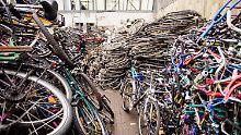 Ermittler heben Hehlerlager aus: Polizei beschlagnahmt 3500 Fahrräder