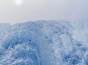 Eine unwirkliche Eislandschaft durchschreitet der Bergsteiger auf dem Gipfel des Chimborazo - Alexander von Humboldt erreichte diese Höhe damals nicht, wegen einer Gletscherspalte.