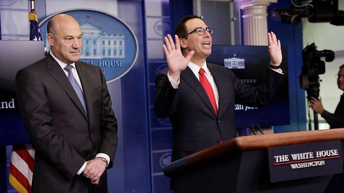Es sind nur Eckpunkte: Trumps Berater Cohn und Kassenwart Mnuchin stellen das Grobkonzept vor.