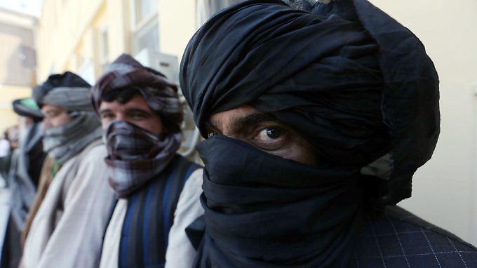 """Laut """"Welt"""" ermittelt die Bundesanwaltschaft derzeit in 48 Fällen wegen einer möglichen Taliban-Mitgliedschaft."""