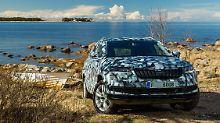 Zur Weltpremiere Mitte Mai wird sich der Skoda Karoq ohne Tarnkleid präsentieren.