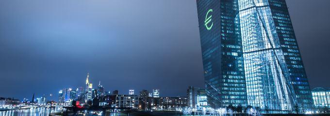 EZB-Chef Draghi bleibt hart: Für deutsche Sparer kommt es noch dicker