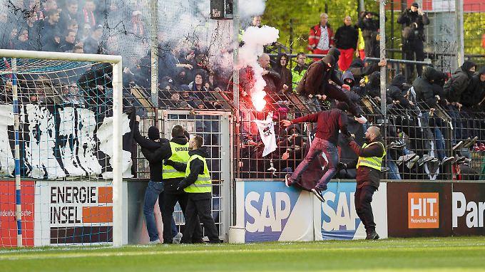 Ausschreitungen im Spiel zwischen dem SV Babelsberg 03 und Energie Cottbus im April 2017 sorgen noch immer für Zwist.