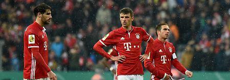 Nach dem Aus gegen Dortmund: Javier Martínez, Thomas Müller und Philipp Lahm.