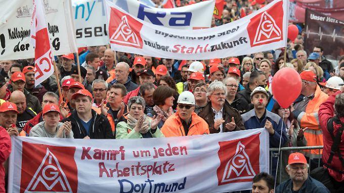 Am Mittwoch demonstrierten in Duisburg 7500 Stahlkocher gegen die Sparpläne von Thyssenkrupp.