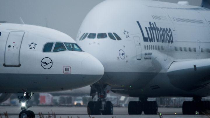 Im Streit um die Gebühren in Frankfurt verlegt Lufthansa mehrere A380 nach München.