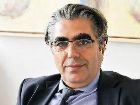 """Prof. Dr. Dr. h.c. Sahin Albayrak leitet seit 2002 das Fachgebiet """"Agententechnologien in betrieblichen Anwendungen und der Telekommunikation"""" (AOT)."""