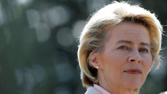 Verteidigungsministerin Ursula von der Leyen gibt zu, Fehler gemacht zu haben.