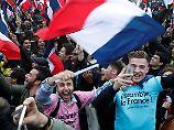 Macron-Anhängern in Paris jubeln.