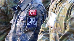 Türkische Soldaten (hier eine Aufnahme aus dem vergangenen Jahr) bekommen erstmals in Deutschland Asyl - es handelt sich um Nato-Soldaten, die in Deutschland stationiert waren und entlassen wurden.
