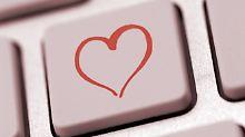 Flirten mit dem Mitarbeiter?: Fake-Profile auf Dating-Portalen