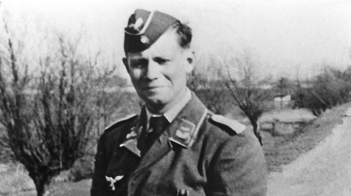 Der spätere Minister und Bundeskanzler Helmut Schmidt war auch Oberleutnant in der Wehrmacht.