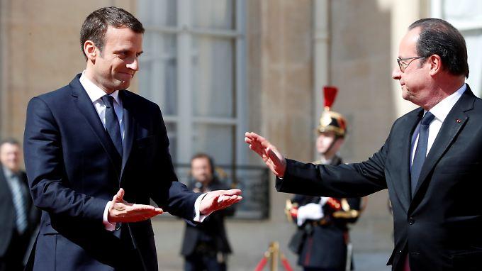 Abschied: Nach einem langen Gespräch und der Übergabe unter anderem der Atomcodes verlässt François Hollande den Elysée-Palast.