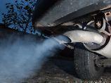 Den Wissenschaftlern zufolge stoßen Dieselfahrzeuge jährlich rund 4,6 Millionen Tonnen Stickoxide mehr aus als sie nach geltenden Abgasgrenzwerten dürften.