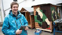 DIY-Wohnboxen aus Holz: Kölner schenkt Obdachlosen eine Bleibe