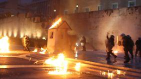 Heftige Proteste vor dem Parlament: Griechenland segnet neues Reformpaket ab