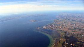 Nur eine Handvoll Erde im Meer: Rechts von Ven Schweden mit Landskrona, links die dänische Küste.
