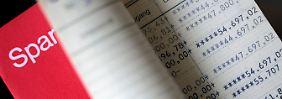 Statistik zeigt Einbußen: Zinspolitik kostet Sparer 436 Milliarden Euro