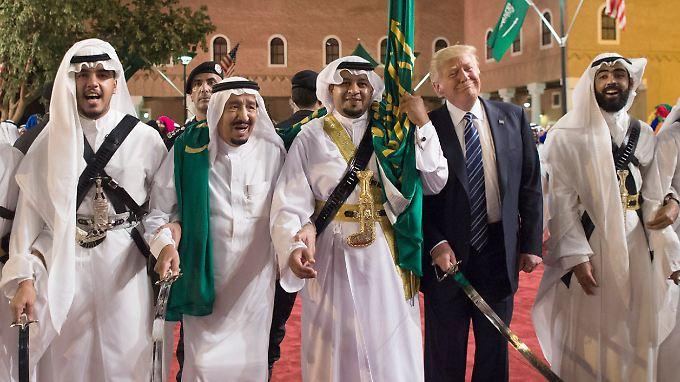 """Milliarden-Deal mit Saudi-Arabien: Trump verspricht """"jede Menge schöne militärische Ausrüstung"""""""