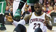 """""""So sind die Playoffs"""": Wilde Celtics überraschen James' """"Cavs"""""""