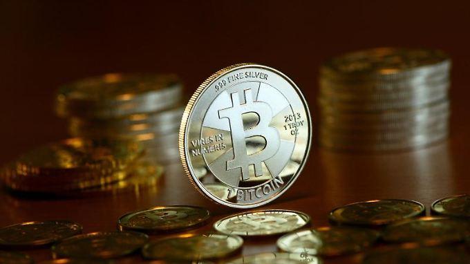 Bitcoin - Alles begann 2008 mit dem Pseudonym Satoshi Nakamoto.